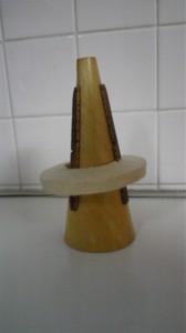 ドイツ、オーストリアでロータリートランペットを吹くときにストレートミュートとして使用されています。